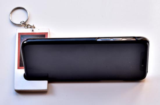 Porte clé bois support smartphone
